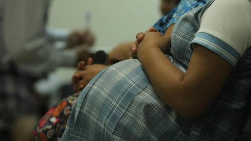 Embarazo adolecente, una vía rápida a la pobreza y a la exclusión