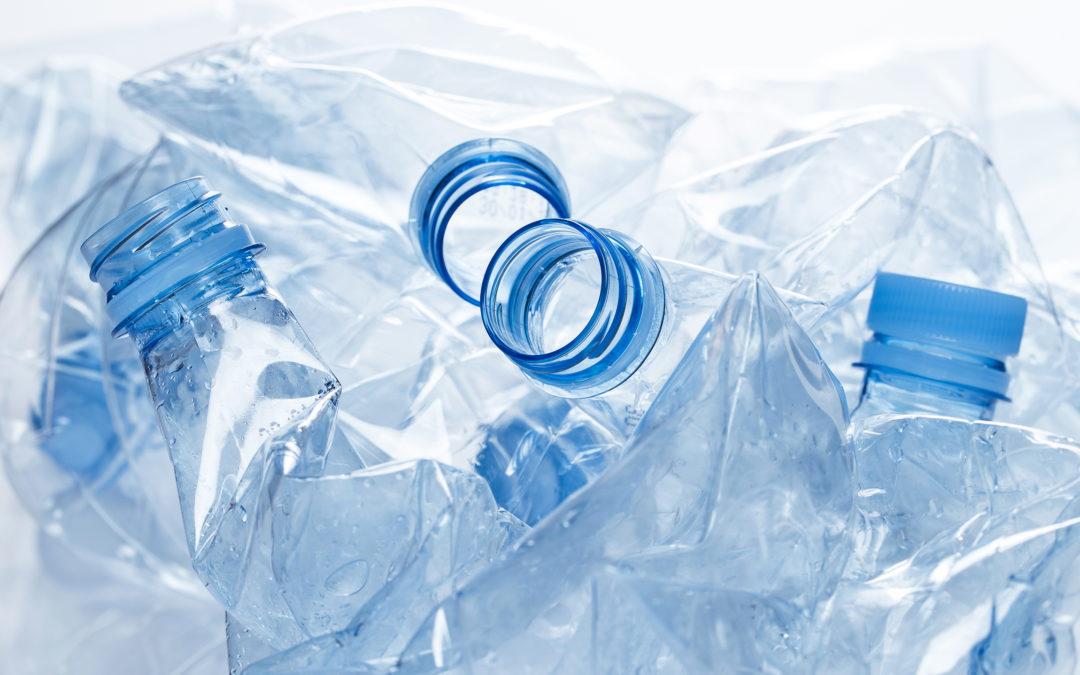 Chips de rastreo dentro de botellas para entender la ruta de la basura